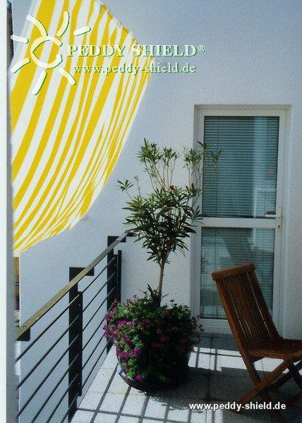 Toldo de sol prefabricado 270x140 cm color blanco amarillo for Ganchos para toldos